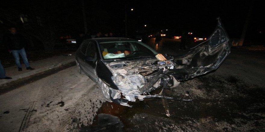 Beyşehir'de İki Otomobil Çarpıştı: 8 Yaralı