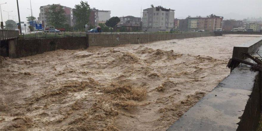 Tayland'da Sel Faciası! 14 Ölü