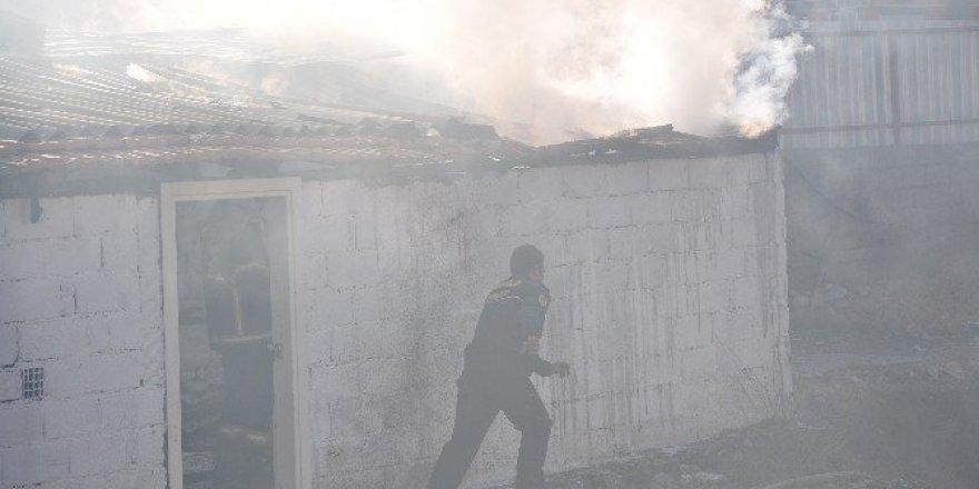 Muğla Milas'ta Boş Depoda Yangın