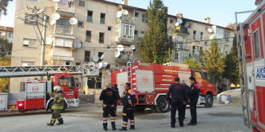 İzmir, Karşıyaka'da Korkutan Yangın