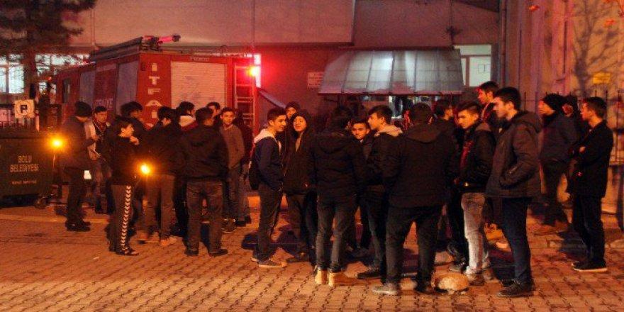 Bolu'da 125 Erkek Öğrencinin Kaldığı Yurtta Korkutan Yangın