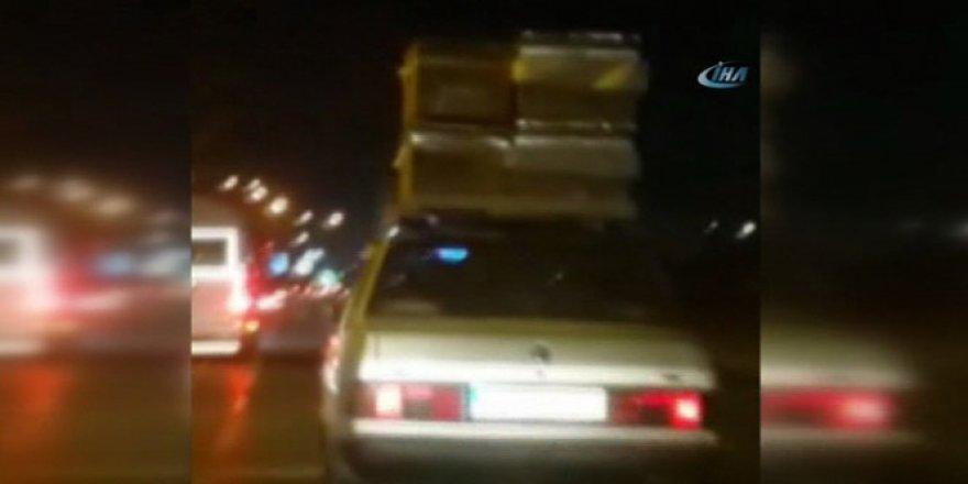 Seyir Halindeki Otomobil, Arı Kovanlarıyla Korkuttu