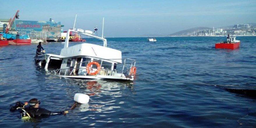 Kuşadası'nda Bakımı Yapılan Balıkçı Teknesi Battı