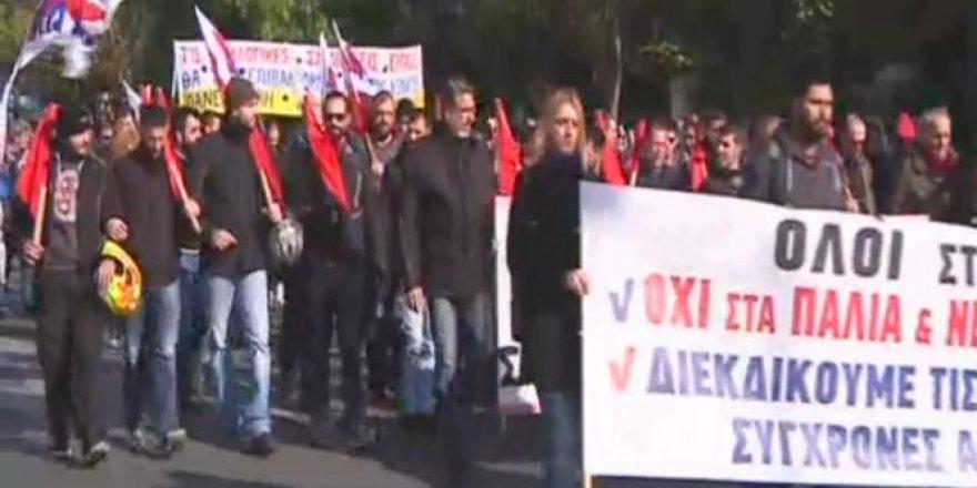 Yunanistan'da Hükümet Protesto edildi