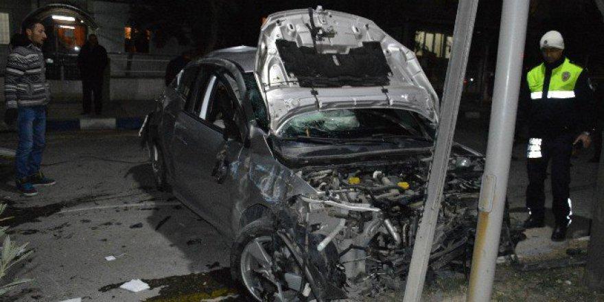 3 Otomobil Birbirine Girdi: 2'si Ağır 9 Yaralı