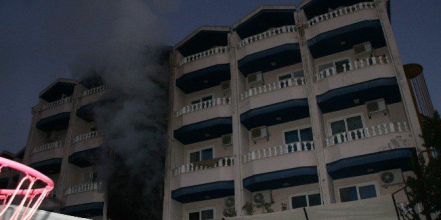 Muğla, Marmaris'te Boş Otelde Yangın Çıktı