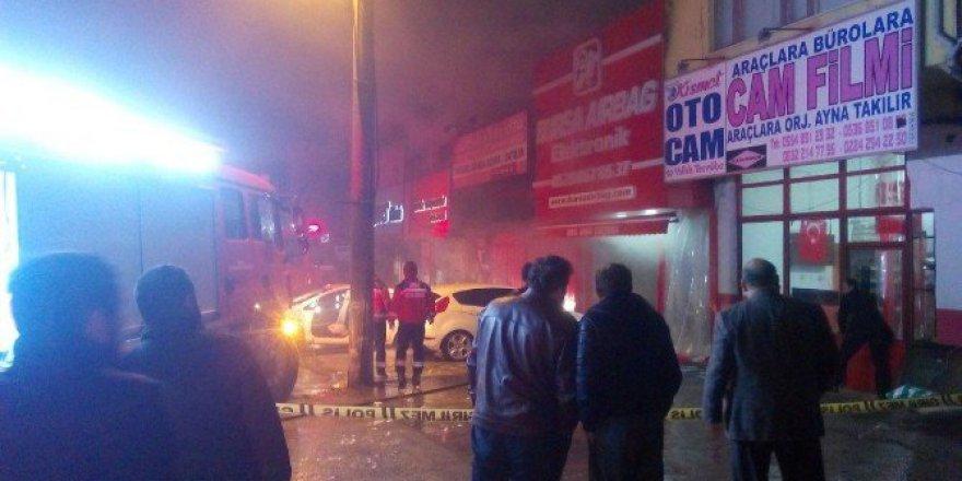 Bursa Osmangazi İstanbul caddesinde korkutan dükkan yangını