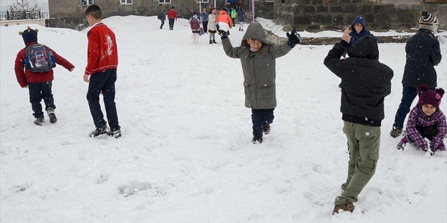 Ankara ve 11 ilde eğitime kar engeli