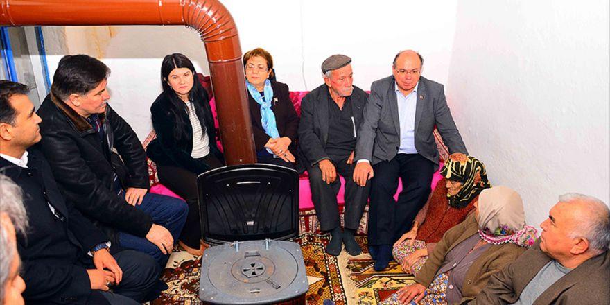 Muğla Valisi, Evi Yanan Şehit Ailesini Ziyaret Etti