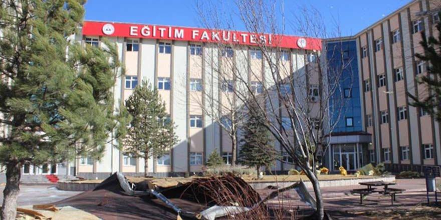 Kayseri Erciyes Üniversitesinin Çatısı Uçtu: 4 Yaralı
