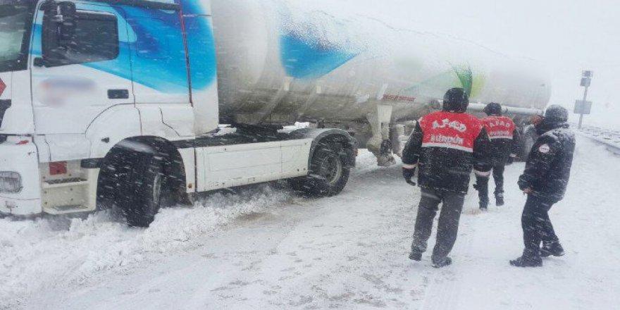 Burdur'da Zincirsiz Tanker Trafiği Kilitledi