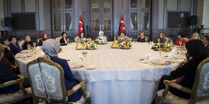 Emine Erdoğan'dan vesayet vurgusu