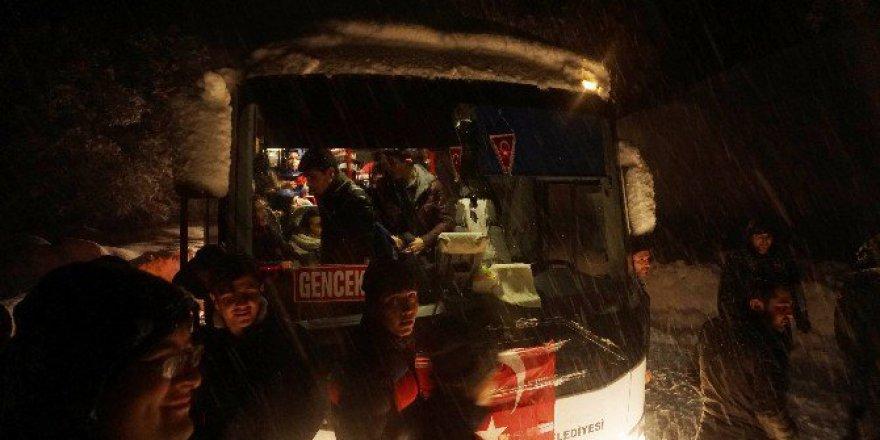 Konya'da Öğrenci Servisi Kar Fırtınasında Mahsur Kaldı