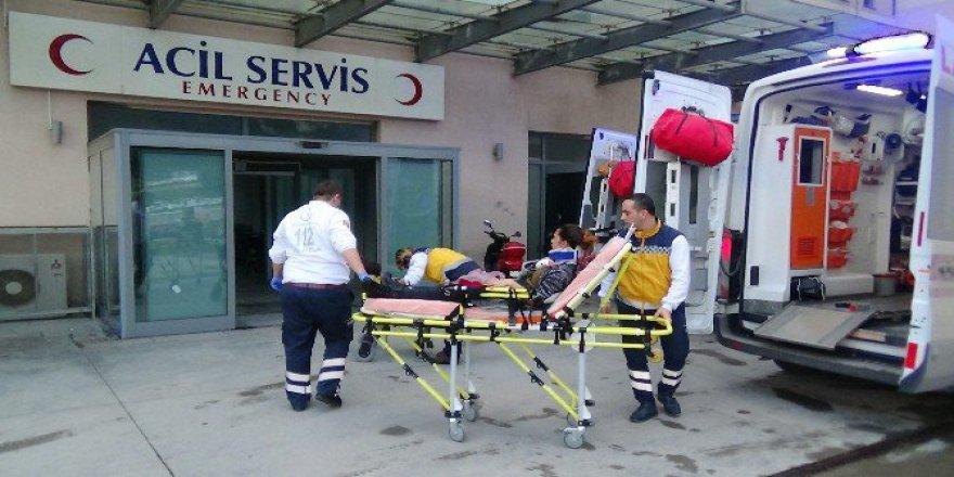 Sakarya, Serdivan'da Otomobil Tarlaya Uçtu: 5 Yaralı
