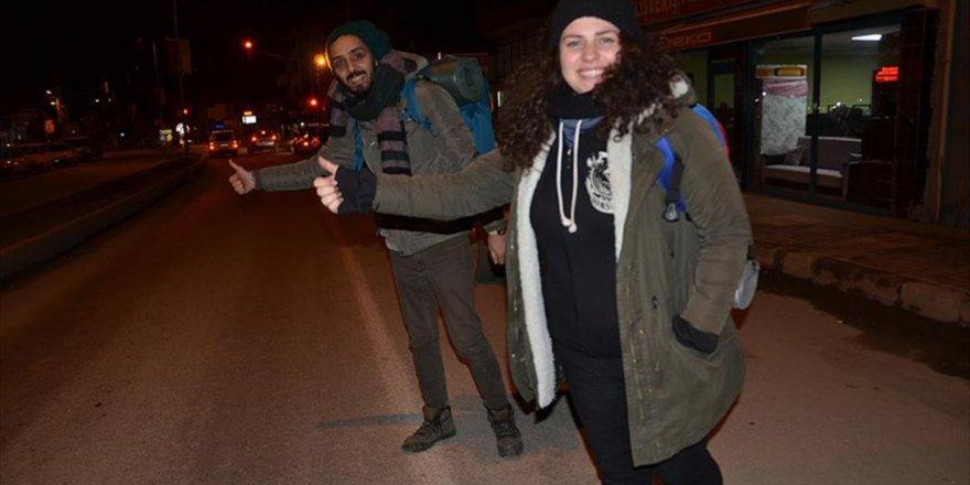 Nadir Ateş ve Aysima Özkan Otostopla Türkiye'yi geziyorlar