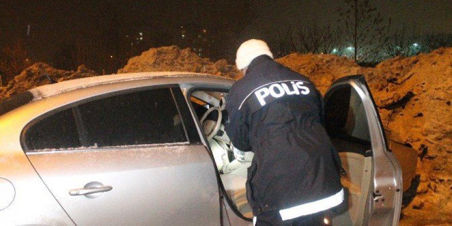 Konya Selçuklu'da 16 Yaşındaki Sürücü Polisten Kaçarken Kaza Yaptı