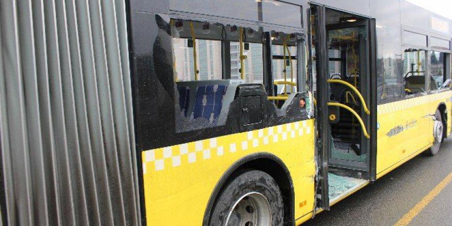 Okmeydanı'nda E-5'te Metrobüs Kazası