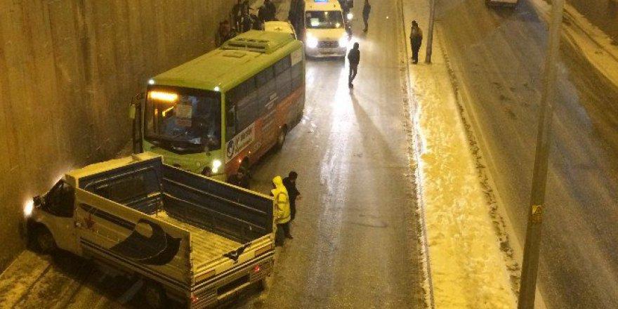 Diyarbakır'da Yollar Buz Pistine Döndü, Kazalar...