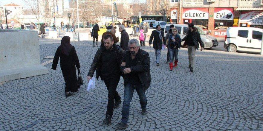 Bursa'da Lüks Otomobille Kapkaç!