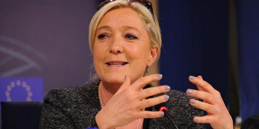 AP'den Fransız Lider Le Pen'e Gece Yarısına Kadar Mühlet