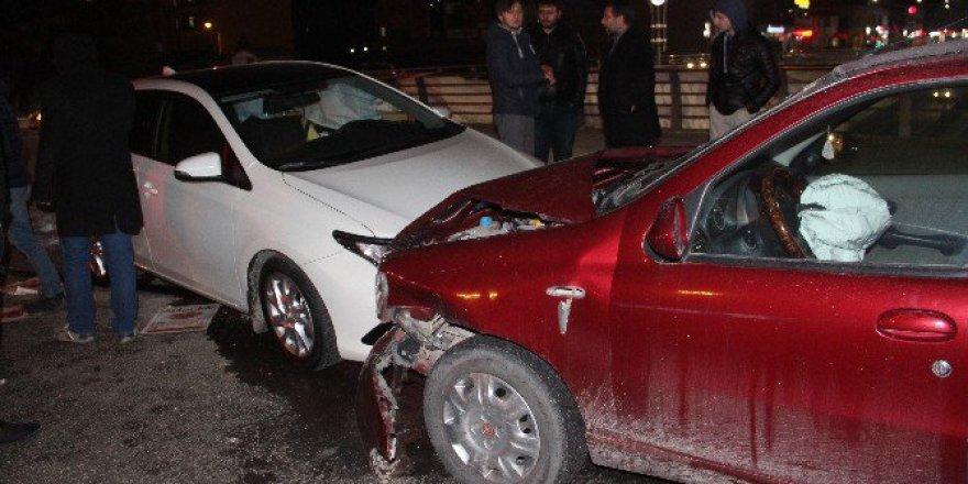 Elazığ'da Trafik Kazası:3'ü Çocuk 5 Yaralı