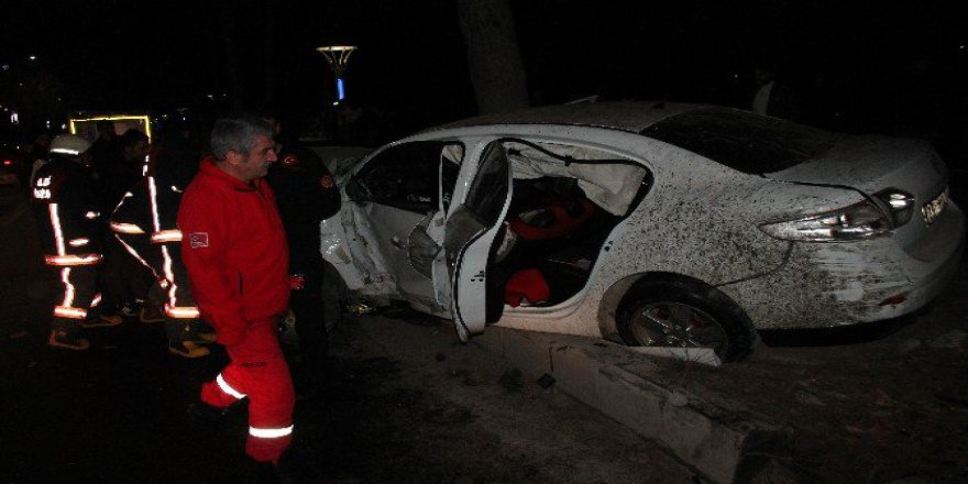 Elazığ, Merkez Zübeyde Hanım Caddesi'nde Trafik Kazası: 2 Yaralı