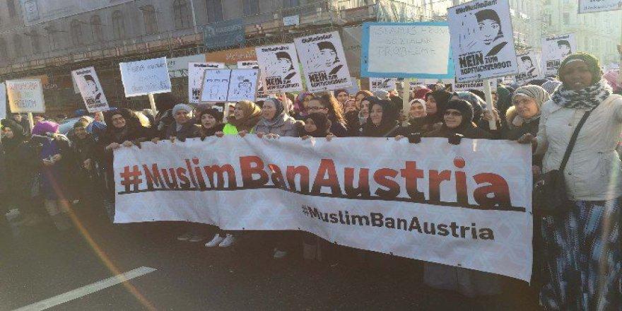 Avusturya, Viyana'da ''Başörtüme Dokunma'' Protestosu