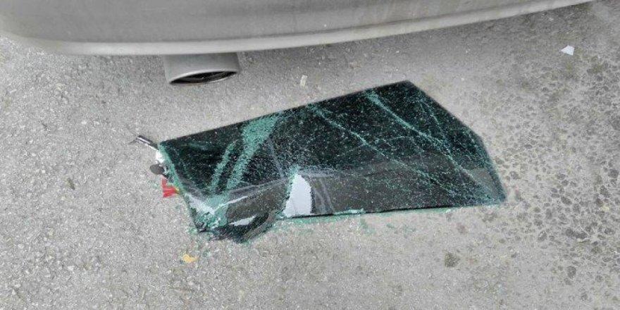 Bursa Yıldırım İlçesi Yiğitler ve Erikler mahallesinde Araçlara saldırı