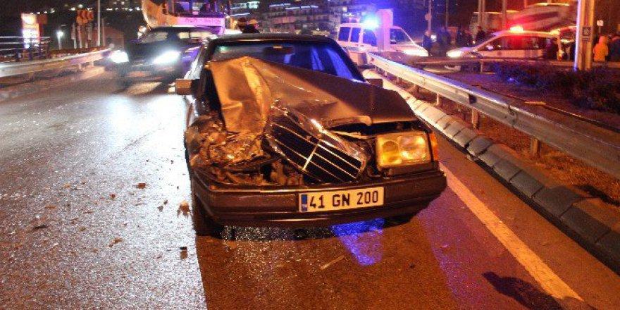 Kocaeli, İzmit'te Trafik Kazası: 1'i Çocuk 3 Yaralı