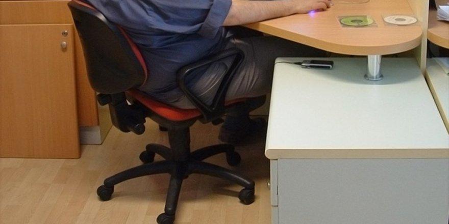 Yanlış Oturma Şekli Omurga Yapısını Bozuyor