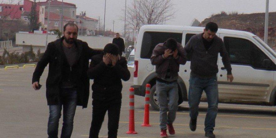 Kocaeli, Gebze'de 12 İş Yerini Soyan 3 Zanlı Tutuklandı