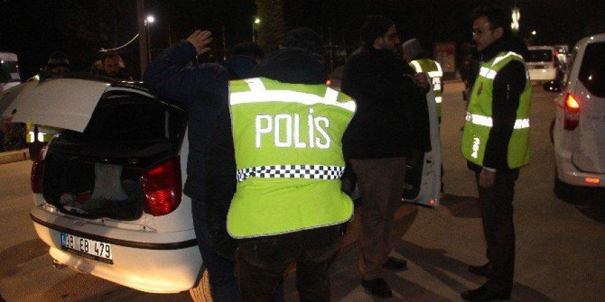 """Elazığ'daki """"Türkiye-Huzur-Güven"""" Uygulamasında 4 Aranan Şahıs Yakalandı"""