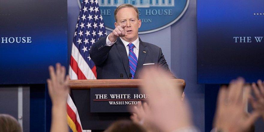 Beyaz Saray Sözcüsü Spicer: Michael Flynn'in İstifasını Trump İstedi