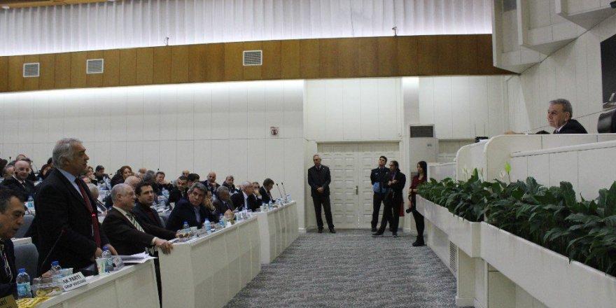 İzmir Büyükşehir Belediyesi Meclisi'nde İZSU Tartışması