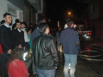 Adana'da Fırın Yangınını Film İzler Gibi İzlediler; 1 Kişi Ağır Yaralı