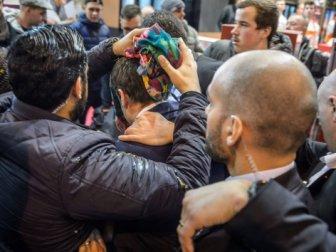 Fransa'da Cumhurbaşkanı Adayı Marcon'a Yumurtalı Saldırı
