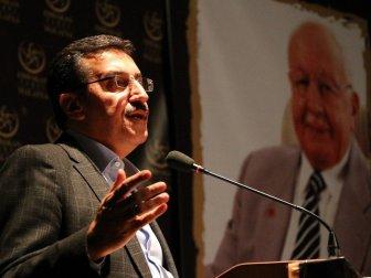 Bülent Tüfenkci: ''FETÖ İle Rahmetli Erbakan'ın Mücadelesini Bilenler, Aynı Safta Yer Almamalı''