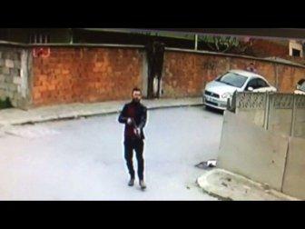 Sakarya, Adapazarı'nda Kavga Ettiği Gence Sokak Ortasında Kurşun Yağdırdı