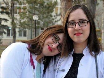 Konya'da Görenleri Şaşırtan Doktorlar 'Melek Çağlayan İle Dilek Çağlayan'
