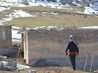 Van'ın Çatak İlçesindeki Bir Köyde 7 Yıldır Tek Başına Yaşıyor