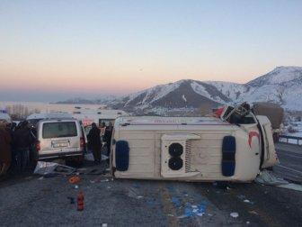 Tatvan'da Ambulans ile Hafif Ticari Araç Çarpıştı: 4 Ölü, 1 Yaralı