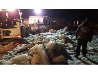 Van'da Buz Kaplı Dereye Düşen Çocuk Hayatını Kaybetti