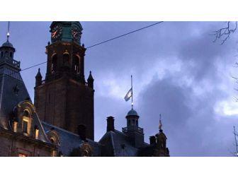 Rotterdam'da Müslüman Belediye Başkanından İsrail Bayrağı