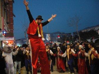 Bakan Tüfenkci Van'da 'Shopping Fest'in Açılışını Yaptı