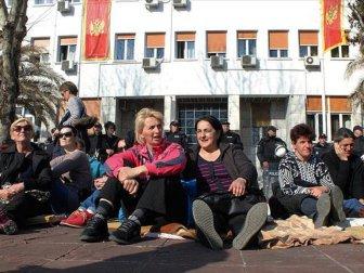Karadağ'da Annelerden Hükümete Karşı Açlık Grevi