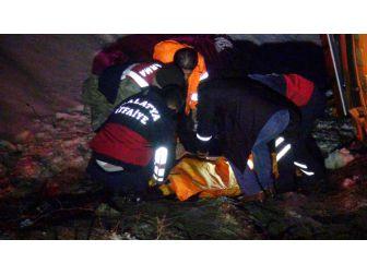 Tuzlama Aracıyla Et Yüklü Kamyon Çarpıştı: 1 Ölü, 2 Yaralı