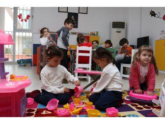 Çocuklar Asmek'e Emanet