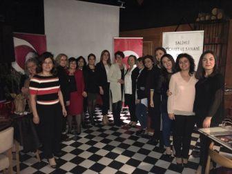 Girişimci Kadınlara Hemcinslerinden Başarı Plaketi