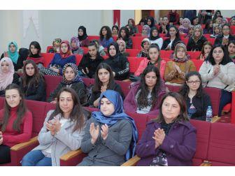 Üniversitede Çocuk Gelişimi Ve Eğitimi Konferansı