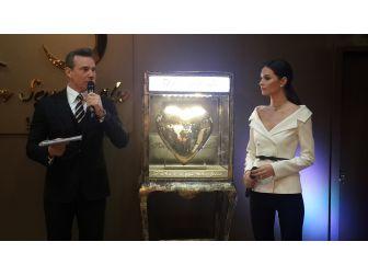 600 Bin Lira Değerindeki Altından Kalp Fuara Damga Vurdu